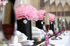 Reserva ya nuestra Make Up Party, es una oportunidad para reuniros y disfrutar con tus amigas o compañeras de trabajo esta navidad! Acudimos a vuestro domicilio, será divertido maquillarse y aprend...