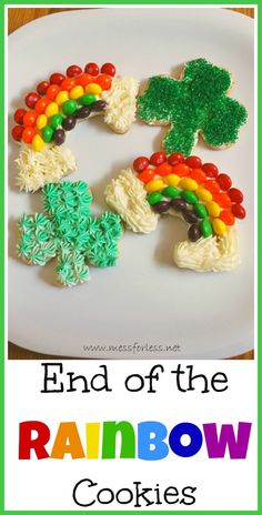 End of the Rainbow Cookies - Kids will have so much fun making these St Patricks Day cookies. These would also be great for a rainbow party. #rainbows #cookies #stpatricksday