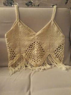 This Pin was discovered by Han Crochet Bra, Crochet Bikini Top, Crochet Blouse, Crochet Clothes, Crochet Stitches, Beautiful Crochet, Crochet Designs, Knit Patterns, Knitting