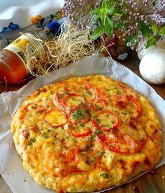 Pizza fara blat de aluat Astăzi vă invit să încercați o rețetă senzațională de pizza… fără aluat. Este o pizza deosebită cu blat din carne de pui – fără făină, fără drojdie! Un vis pentru orice gospodină! Se prepară extrem de simplu și rapid și este foarte delicioasă și sățioasă! Poftă bună să aveți! Echipa Bucătarul.tv vă dorește poftă bună alături de … Snack Recipes, Cooking Recipes, Snacks, Russian Recipes, Orange Slices, Vegetable Pizza, Quiche, Steak, Chicken Recipes