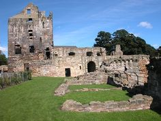 Ruins of Ravenscraig Castle, Kirkcaldy, Fife, Scotland.  The castle was built by James II in the 1450's.  James had a passion for artillery, which proved his downfall in 1460.  At Ravenscraig he wanted a castle that could withstand the latest guns then available.  Photo: UndiscoveredScotland.com