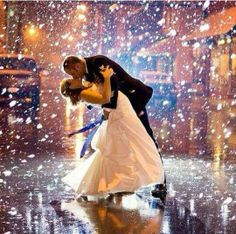 First Dance - falling confetti - Photo inspiration