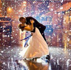 First Dance - falling confetti - Photo inspiration