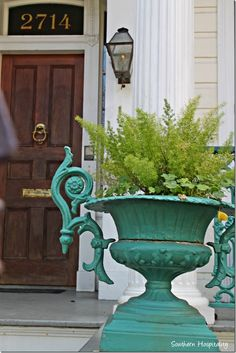 Garden District Walking Tour: New Orleans http://southernhospitalityblog.com/garden-district-walking-tour-new-orleans/ via bHome https://bhome.us