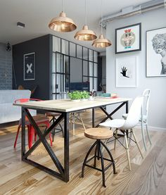 Clever design solutions in cozy 69 square meters apartment. AMEI as luminárias meio industrial.
