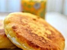 El plátano macho, conocido en otros países como verde, es un ingrediente muy versátil que puede prepararse en platillos dulces y salados. Aparte de rico, es un alimento que , por estar compuesto por hidratos de carbono complejos, aporta energía y fibra al cuerpo. ¡Disfrútalo con estas recetas! Empanadas, Gluten Free Desserts, Dessert Recipes, Honduran Recipes, Honduran Food, Cooking Bananas, My Favorite Food, Favorite Recipes, Plantain Recipes