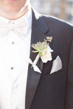 Simple and Classic Boutonniere | Nancy Krause Floral Design & Garden Antiques | Color&Cake Photography | TheKnot.com