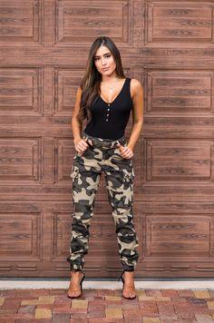 Camo High Waist Cargo Jogger Pants Best Casual Outfits, Camo Outfits, Hot Outfits, Fashion Outfits, Cool Street Fashion, Look Fashion, Street Style Women, Camo Pants Fashion, Jogger Pants Outfit