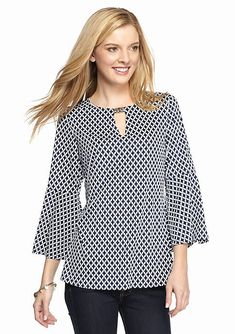 Be boho-chic with this stylish tunic! Crafted with a trend-right geo print and bell sleeves, this piece is essential to your collection. Western Tops, Mode Hijab, Fashion Outfits, Womens Fashion, Dress Patterns, Blouse Designs, Tunic Tops, Clothes For Women, How To Wear
