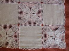 Eu Amo Artesanato: Toalha de linho e crochê Crochet Motifs, Crochet Diagram, Crochet Lace, Crochet Patterns, Crochet Table Runner Pattern, Diy Crafts, Quilts, Blanket, Decoration