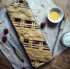 19 Ideas fruit tart design ideas pie crusts for 2019 Pie Decoration, Decoration Patisserie, Pie Dessert, Dessert Recipes, Beautiful Pie Crusts, Pie Crust Designs, Pies Art, Fruit Tart, Food Design