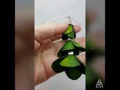 Deep green parchment flower necklace - Intuita