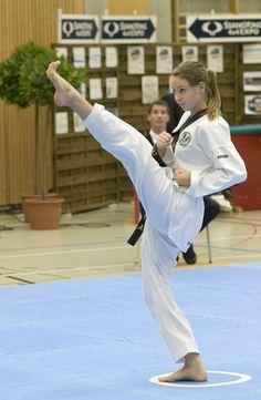 Taekwondo Girl, Karate Girl, Female Martial Artists, Martial Arts Women, Tough Woman, Shotokan Karate, Fifa Women's World Cup, Female Fighter, Aikido