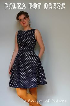 Polka dot dress by Lieke // A Bouquet of Buttons Dots Fashion, Fashion Fabric, Types Of Dresses, Dresses For Work, Summer Dresses, Couture Dresses, Fashion Dresses, Everyday Dresses, Colorblock Dress