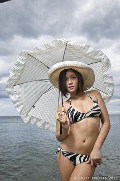 Photo Gallery: Hot Pinay Celebrities in Swimsuits Kim Domingo, Maja Salvador, Bikini Pictures, Bikini Pics, Filipina Beauty, Girls Gallery, Hollywood Celebrities, Swimsuits, El Salvador