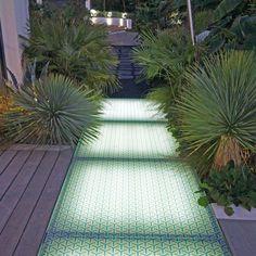 Éclairer son allée de jardin par le sol