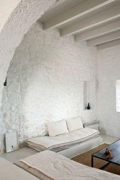 white washed house on Nisyros, Greek Islands Greek House, Interior Minimalista, Stone Houses, Cafe Restaurant, Greek Islands, Interior And Exterior, Interior Decorating, House Design, Decoration