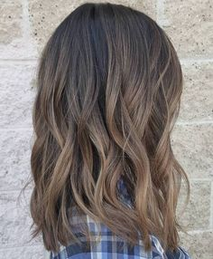 35 Balayage Hair Color Ideas for Brunettes in 2019 35 Balayage Hair Color Ideas for Brunettes in The French hair coloring technique: Balayage. These 35 balayage hair color ideas for brunettes in 2019 allow to achieve a more natural and modern eff…, B Ombre Hair Color, Hair Color Balayage, Cool Hair Color, Hair Highlights, Caramel Highlights, Ash Brown Balayage, Balayage Straight, Balayage Brunette, Ombre Brown