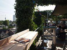 Ook professionele horecabedrijven hebben de balkonbar ontdekt.