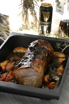 Pork loin with black beer sauce- Chez Silvia: Pork loin with.- Pork loin with black beer sauce- Chez Silvia: Pork loin with black beer sauce - - Minced Beef Recipes, Meat Recipes, Slimming World Pork Recipes, Bolivian Food, Pork Leg, Vietnamese Pork, Pulled Beef, Carne Asada, I Foods