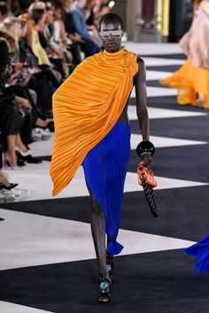 Foto Fashion, Fashion Hub, Fashion Addict, Fashion Outfits, Womens Fashion, Paris Fashion, Balmain, Grecian Dress, 2020 Fashion Trends