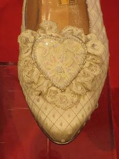 These photos of Lady Diana's wedding day slippers, taken by Tea with Friends blogger Angela McRae when they went on display in Atlanta last year at the Civic Center there.