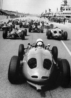 Love the look of vintage race cars- 1963 Dutch Grand Prix. Classic Sports Cars, Classic Cars, Grand Prix, Porsche 911 Rsr, Course Vintage, Ferrari, Old Race Cars, Vintage Race Car, F1 Racing