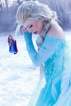 Elsa cosplay by Courtoon; Anna cosplay by Solo Grayson (Costume by Courtoon) Photo by Kanracakes