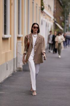 Attendees at Milan Fashion Week Spring 2020 - Street Fashion Street Style Summer, Casual Street Style, Cool Street Fashion, Milan Fashion, Style Fashion, Fashion Outfits, Moda Paris, Fashion Pictures, Style Pictures