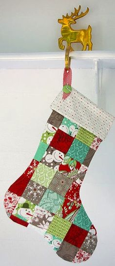How to Make a Patchwork Christmas Stocking, a fun DIY tutorial!Informations About How to Make a Patchwork Christmas Stocking, a fun DIY tutorial! Diy Christmas Stocking Pattern, Quilted Christmas Stockings, Christmas Patchwork, Xmas Stockings, Christmas Fabric, Christmas Fun, Christmas Quilting, Crochet Christmas, Christmas Lights