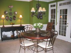 Green Apple dining room.