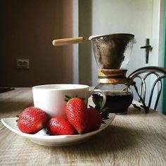 Wakacje czas zacząć. W oczekiwaniu na paczkę z młynkiem i kawami która już do mnie idzie z @coffeedeskpl :) #truskawkowelove #specialtycoffee #coffeelover #manualbrewing #blackcoffee #coffeedesk #alternativebrew #brewslow #brewedcoffee #kawa #coffee #coffeegeek #hario #woodneck #drip #dripper #coffeedrip #coffeedripper #thecoffeelifestyle #hariowoodneck #manualbrew #manualbrewing #hariodrip #hariodripper #hariodrippot #baristadaily #urlop #wakacje http://ift.tt/20b7VYo