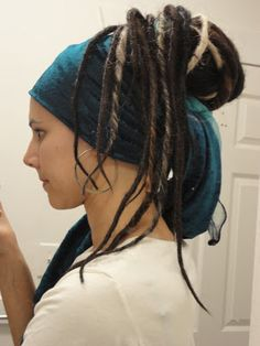 How to: Fake dreads, via More Than Tuesdays // Would be useful for anyone doing . How to: Fake dreads, via More Than Tuesdays // Would be useful for anyone doing Cosima from Orphan Black Diy Pirate Costume For Women, Female Pirate Costume, Pirate Cosplay, Pirate Costumes, Fake Dreads, Dreadlocks, Diy Costumes, Cosplay Costumes, Costume Ideas