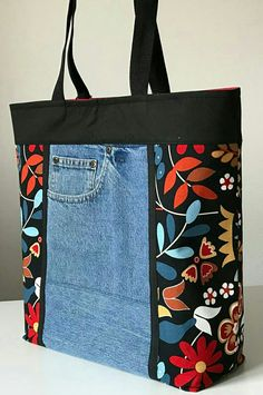 Hottest Free 18 Ideas sewing jeans bag quilts for 2019 Strategies I love Jeans ! And a lot more I love to sew my own, personal Jeans. Next Jeans Sew Along I am goin Sacs Tote Bags, Denim Tote Bags, Denim Handbags, Patchwork Bags, Quilted Bag, Patchwork Quilting, Quilting Fabric, Quilts, Diy Bags