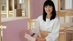 Netflix wants to help you start your 2019 organized with Tidying Up With Marie Kondo. In the eight-part home makeover series, Kondo's KonMari Method will have you feeling inspired to tidy your own home. So Bustle spoke to the owner of Joyful Tidying… Robert Frost, Container Store, Shows On Netflix, Netflix Series, Ranger, Sweat Proof Makeup, Sparks Joy, Konmari Method, Marie Kondo