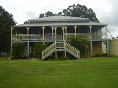 Australian Queenslander home Australian Houses, Australian Architecture, New Orleans Mansion, Cottage Design, House Design, Queenslander House, Southern Plantations, Old Cottage, Plantation Homes
