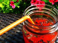 Limonade à la fraise, au concombre et au basilic pourpre