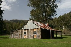 Frys Hut, Howqua, Victoria This cabin is in the camping ground and open to people looking inside. Well cared for over the years. Australian Farm, Australian Homes, Building Art, Building Design, Australian Architecture, Architecture Design, Farmhouse Sheds, Corner Sheds, Colonial Cottage