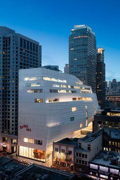 The San Francisco Museum of Modern Art's new extension at night. Courtesy the San Francisco Museum of Modern Art, © Henrik Kam. Space Gallery, Art Gallery, Architecture Design, Building Architecture, Famous Architecture, Museum Architecture, Building Exterior, San Francisco Museums, San Francisco Art Museum