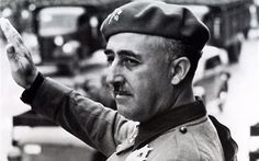 Los estudiantes en Sevilla aprenden mucho sobre el dictador, Francisco Franco. Él es amigo de Adolf Hitler durante la medio de 1900s.