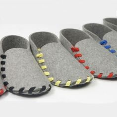 Lasso - The slippers made from just one piece of felt and a shoelace. (in Spanish)