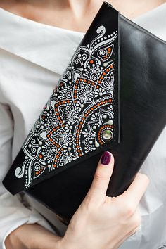 Unique envelope crossbody bag is the perfect accessory for a night out, a casual city life. Made of premium quality genuine leather and hand-painted in trendy bohemian style. Dot Art Painting, Fabric Painting, Painting Leather, Mandala Art, Jute Tote Bags, Art Bag, Unique Purses, Hand Embroidery Designs, Purses And Bags