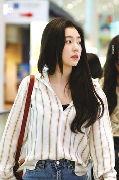 배 주현👑Bae Joohyun - Red Velvet as Visual, Leader, Lead Dancer, Main Rapper Blackpink Fashion, Korean Fashion, Fashion Outfits, Fashion Ideas, Seulgi, Kpop Mode, Red Velvet Irene, Velvet Fashion, Airport Style