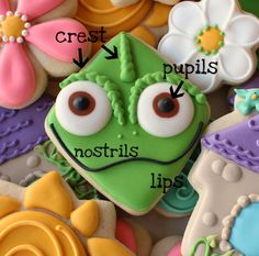 This site has some awesome instructions for decorating cookies. Cookies For Kids, Cut Out Cookies, Cute Cookies, Cupcake Cookies, Cupcakes, Iced Cookies, Royal Icing Cookies, Sugar Cookies, Disney Cookies