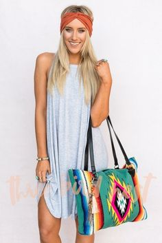 Blanket carpet bag with Southwestern woven pattern. Intricately woven in classic serape designs, the ultra soft acrylic yarn allow for vibrant show stopping colors. These purses are sure to make a sta