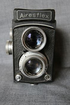 Airesflex II TLR camera with Aires Excelsior AC lens Retro Camera, Zeiss, Vintage Cameras, Binoculars, Best Deals, Beauty, Collection, Fashion, Moda