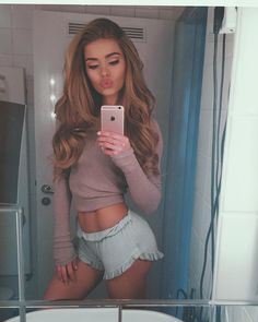 Pamela Reif: The perfect selfie Hot Selfies, Girls Selfies, Selfie Sexy, Sexy Hot Girls, Cute Girls, Beauty And Fashion, Daily Fashion, Workout Pictures, Workout Motivation