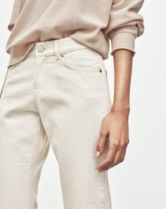 A boyfriend fit jeans with slightly cropped leg in a organic cotton denim. A new modern type of fit that's here to stay. Combine with a luxurious top for look that balances the relaxed vibe.  <br /><br /> This is a sustainable style, designed to create