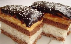 Bounty szelet - www. Chef Recipes, Baking Recipes, Cookie Recipes, Dessert Recipes, Hungarian Desserts, Hungarian Recipes, Hungarian Food, Sweet Desserts, Sweet Recipes