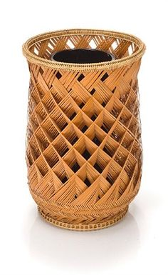Columnar basket by Maeda Chikubosai II on artnet Bamboo Weaving, Weaving Art, Basket Weaving, Hand Weaving, Bamboo Art, Bamboo Crafts, Bamboo Basket, Wicker Baskets, Diy Rangement